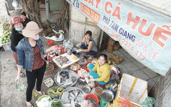 Chợ quê ở Sài Gòn - Kỳ 2: Tôm cá Tam Giang ở Sài Gòn - Ảnh 3.