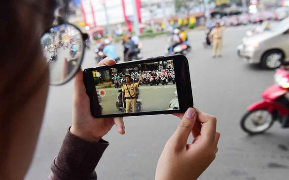Từ 15-1, người dân được phép quay phim CSGT đang làm nhiệm vụ - Ảnh 1.