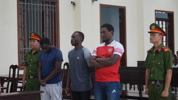 Phạt cầu thủ nhập tịch từng đấu V-League 16 năm tù vì lừa đảo - Ảnh 1.