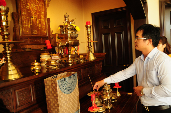 UBND huyện đảo Hoàng Sa thăm, chúc tết các nhân chứng - Ảnh 1.