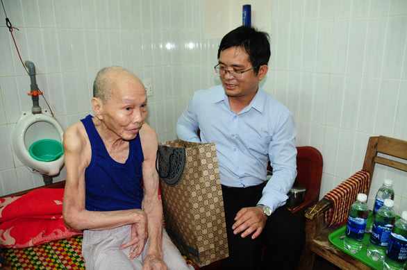UBND huyện đảo Hoàng Sa thăm, chúc tết các nhân chứng - Ảnh 3.