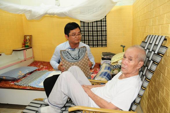 UBND huyện đảo Hoàng Sa thăm, chúc tết các nhân chứng - Ảnh 5.