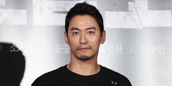 Joo Jin Mo và Hyun Bin phủ nhận bê bối lộ tin nhắn môi giới mại dâm - Ảnh 1.
