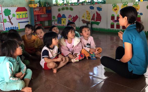 Những cô nuôi dạy trẻ can trường - Ảnh 1.