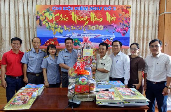 Báo Tuổi Trẻ mang chương trình Mùa xuân biển đảo đến với chiến sĩ nhà giàn - Ảnh 7.