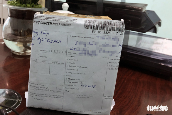 Nhận giùm bưu phẩm quà tết mất phí 500.000 đồng, mở ra là cục đá - Ảnh 2.