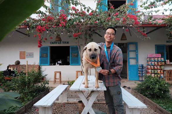 Chú chó 2 tuổi chinh phục cự ly 42km giải marathon tại Mộc Châu - Ảnh 4.