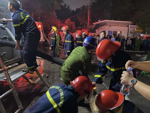 Vụ cháy tòa nhà dầu khí ở Thanh Hóa: 2 người chết, 13 người nằm viện - Ảnh 1.