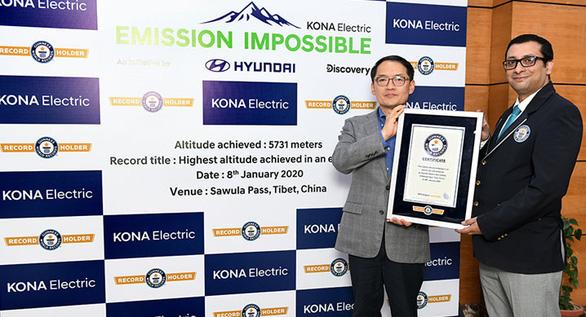 Xe điện của Hyundai leo lên đến đỉnh núi hơn 5.700m - Ảnh 2.