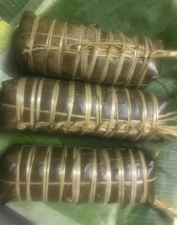 Nghệ sĩ Xuân Hương gói bánh tét kiểu ngày xưa ở Sài Gòn - Ảnh 7.