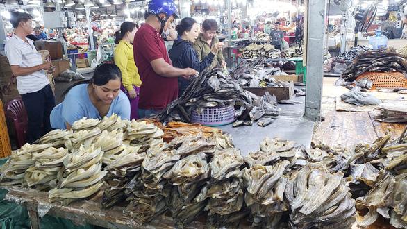 Chợ quê Sài Gòn - Kỳ 3: Thương lắm con khô sặc rằn - Ảnh 3.