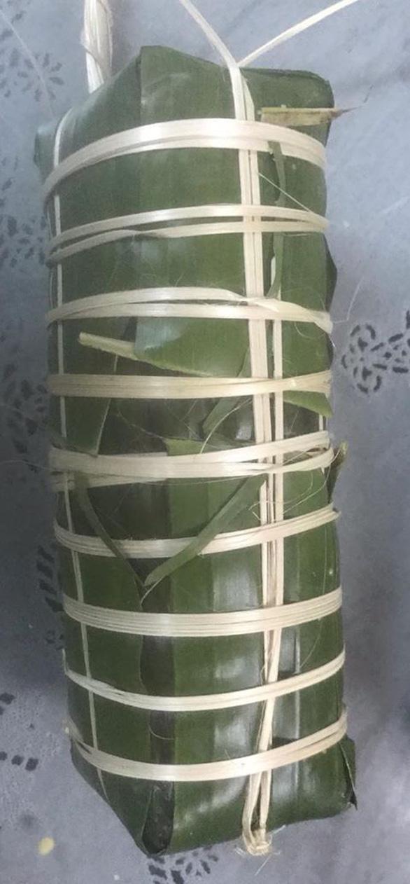 Nghệ sĩ Xuân Hương gói bánh tét kiểu ngày xưa ở Sài Gòn - Ảnh 5.
