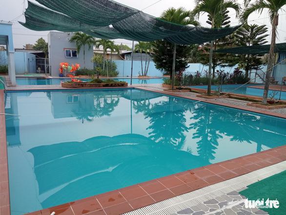 Học sinh lớp 5 chết đuối dưới hồ bơi chiều 23 tết - Ảnh 1.