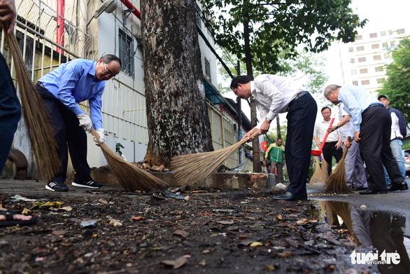 Nhiều quận huyện ra quân vì Thành phố sạch - Thành phố văn hoá' - Ảnh 5.