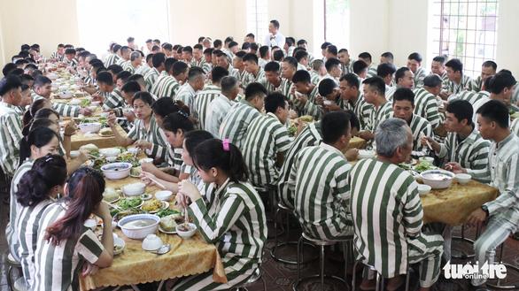 Bữa cơm tất niên ở trại giam - Ảnh 6.