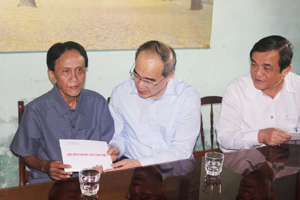 Bí thư Nguyễn Thiện Nhân trao quà tết ở Quảng Nam - Ảnh 1.