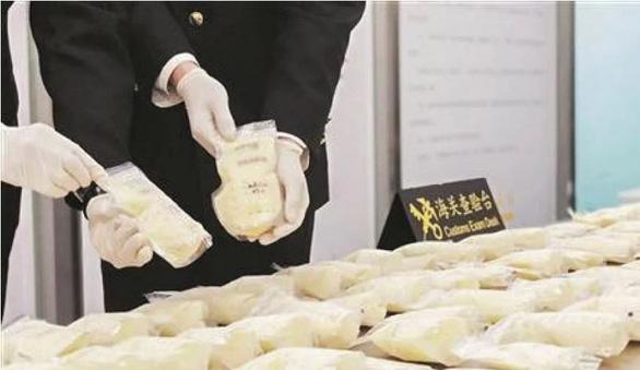 Tịch thu 23kg sữa mẹ của một phụ nữ Trung Quốc tại sân bay - Ảnh 1.