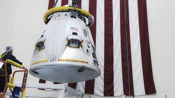 SpaceX thử nghiệm tàu con thoi Crew Dragon có tới 8 động cơ - Ảnh 1.
