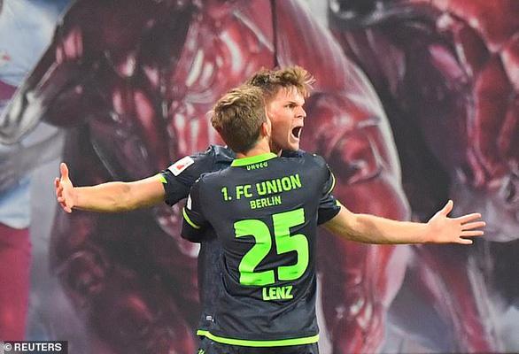 'Hiện tượng' RB Leipzig tiếp tục bay cao, bỏ xa Bayern Munich 7 điểm - Ảnh 1.