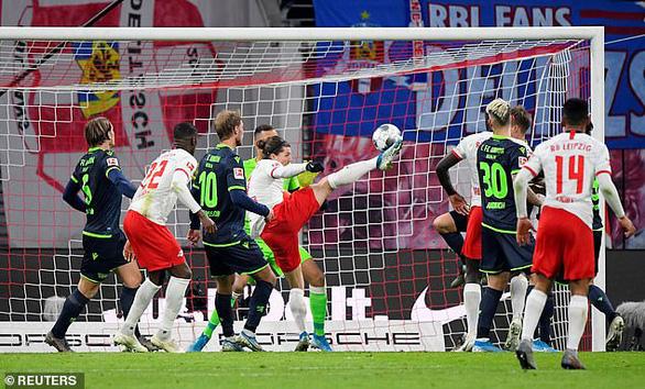 'Hiện tượng' RB Leipzig tiếp tục bay cao, bỏ xa Bayern Munich 7 điểm - Ảnh 2.