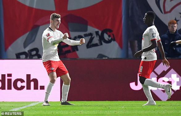 'Hiện tượng' RB Leipzig tiếp tục bay cao, bỏ xa Bayern Munich 7 điểm - Ảnh 3.