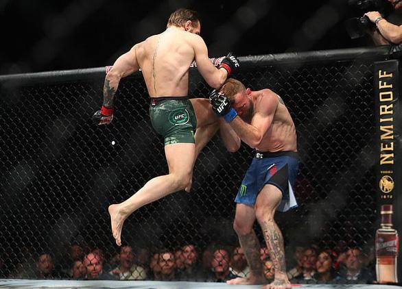 Trở lại UFC sau hơn 1 năm, McGregor chỉ mất 40 giây để knock-out đối thủ - Ảnh 3.