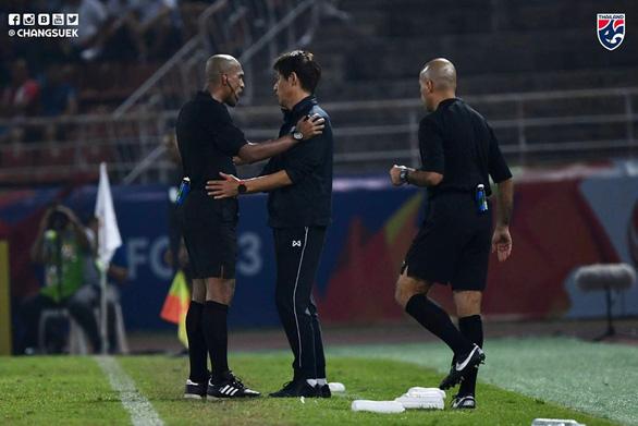 Thái Lan yêu cầu AFC làm rõ quyết định thổi phạt đền trong trận thua Saudi Arabia - Ảnh 1.