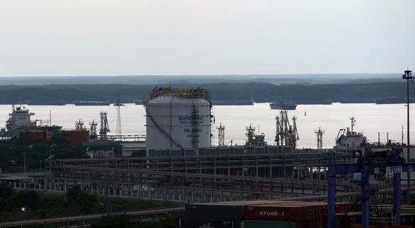 Dự án hóa chất tỉ đô đón tàu chở nguyên liệu để đi vào hoạt động - Ảnh 4.