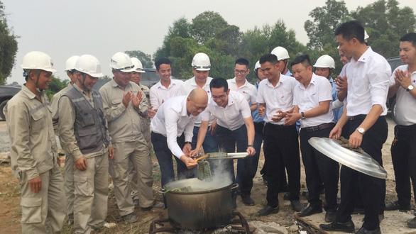 Công trường cao tốc Trung Lương - Mỹ Thuận thi công xuyên Tết - Ảnh 5.