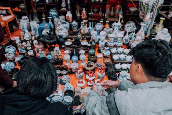 Độc đáo chợ đồ cổ mỗi năm họp một lần tại Hà Nội - Ảnh 4.