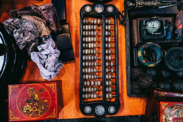 Độc đáo chợ đồ cổ mỗi năm họp một lần tại Hà Nội - Ảnh 3.