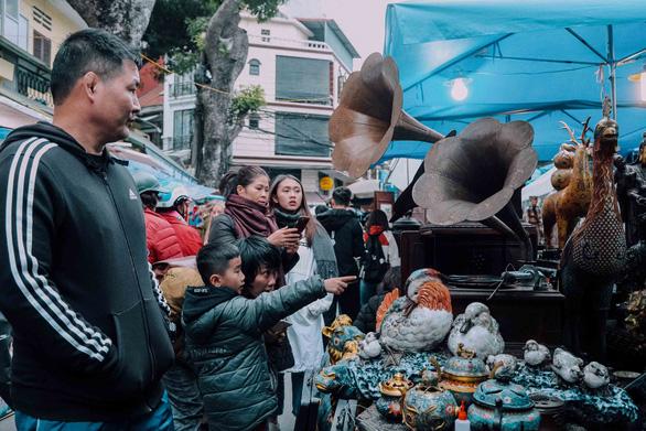 Độc đáo chợ đồ cổ mỗi năm họp một lần tại Hà Nội - Ảnh 6.