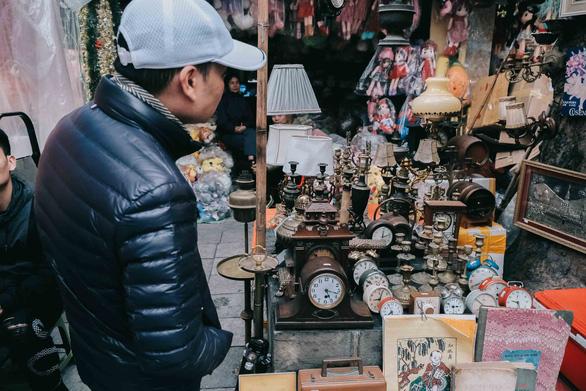 Độc đáo chợ đồ cổ mỗi năm họp một lần tại Hà Nội - Ảnh 8.