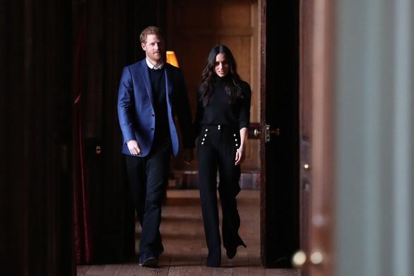 Hoàng gia Anh công bố vợ chồng Hoàng tử Harry chính thức ra riêng - Ảnh 1.