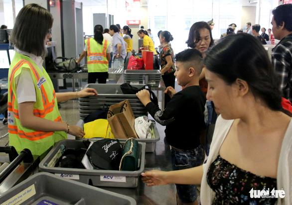 Chim, sóc, cá cảnh giá ngàn đô hiện nguyên hình khi qua an ninh sân bay - Ảnh 2.