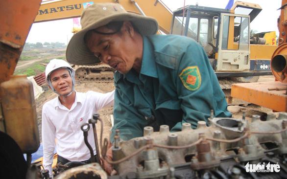Công trường cao tốc Trung Lương - Mỹ Thuận thi công xuyên Tết - Ảnh 4.