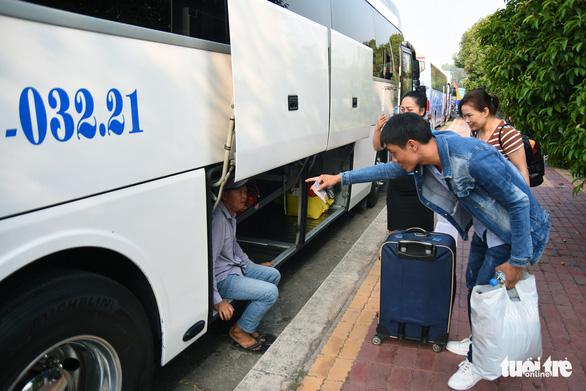 Đồng Nai: Hơn 200 chuyến xe miễn phí đưa công nhân về quê đón tết - Ảnh 4.