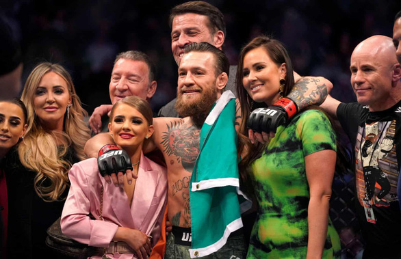 Trở lại UFC sau hơn 1 năm, McGregor chỉ mất 40 giây để knock-out đối thủ - Ảnh 2.