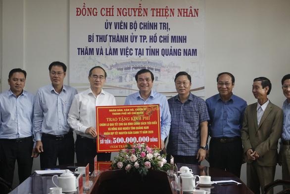 TP.HCM tặng 500 triệu đồng hỗ trợ dân nghèo Quảng Nam ăn tết - Ảnh 1.