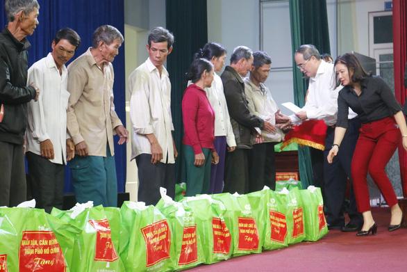 TP.HCM tặng 500 triệu đồng hỗ trợ dân nghèo Quảng Nam ăn tết - Ảnh 2.