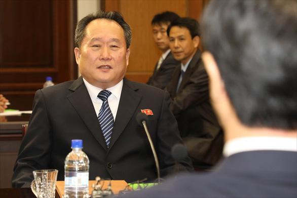 Yonhap : Nhà đàm phán liên Triều trở thành tân ngoại trưởng Triều Tiên - Ảnh 1.