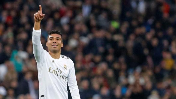 Casemiro lập cú đúp đưa Real Madrid lên đầu bảng - Ảnh 1.