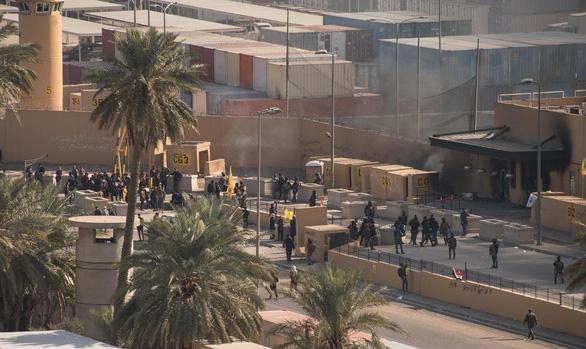 Toàn cảnh căng thẳng Mỹ - Iran quanh vụ Đại sứ quán Mỹ  ở Iraq bị đập phá - Ảnh 1.