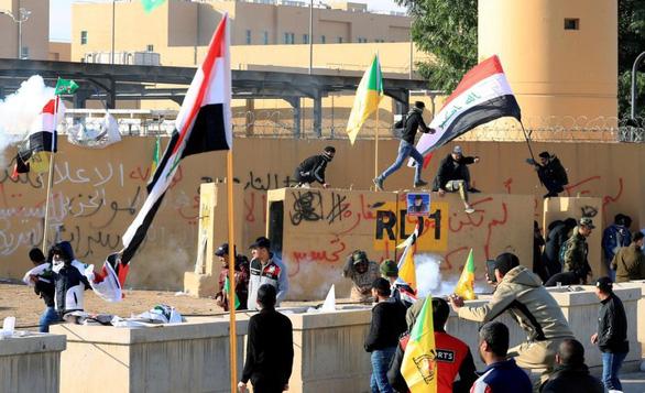 Toàn cảnh căng thẳng Mỹ - Iran quanh vụ Đại sứ quán Mỹ  ở Iraq bị đập phá - Ảnh 2.