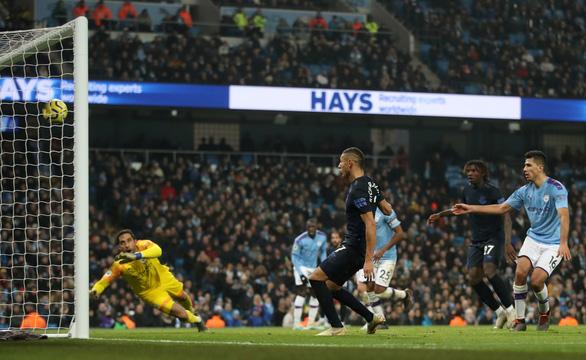 Jesus lập cú đúp, M.C buộc Everton thua trận đầu tiên cùng HLV Ancelotti - Ảnh 3.
