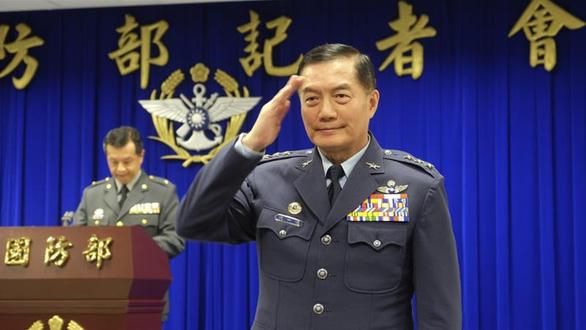 Trực thăng chở quan chức Đài Loan hạ cánh khẩn cấp, tướng không quân mất tích - Ảnh 1.