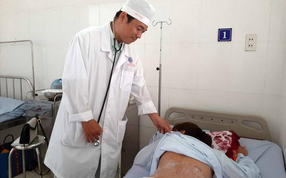 Người phụ nữ bị cháy lưng, bụng khi giác hơi bằng cồn - Ảnh 1.