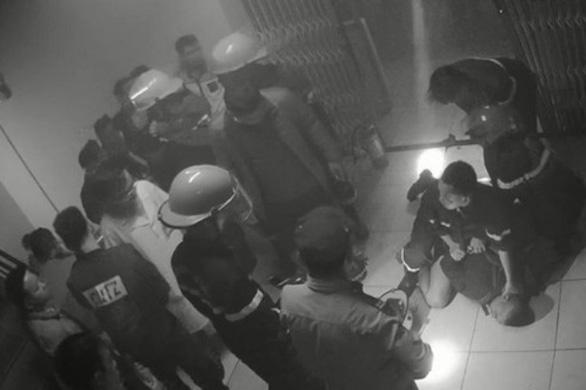 Khởi tố người đốt bệnh viện, đánh nữ điều dưỡng mang thai vì bị nhắc không hút thuốc - Ảnh 1.