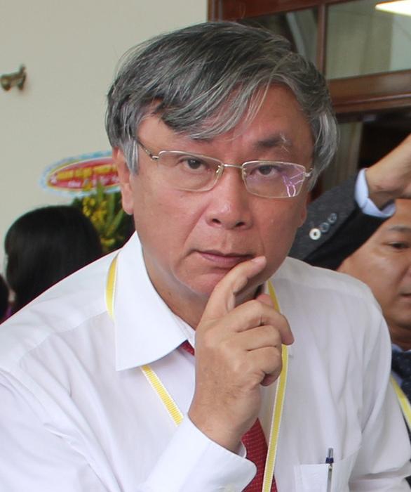 Tống đạt quyết định truy tố nguyên giám đốc Sở Y tế Long An - Ảnh 1.
