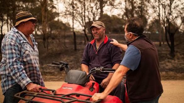 Thảm cảnh của người dân Úc trong mùa cháy rừng kinh hoàng - Ảnh 3.